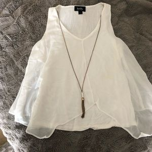 Sleeveless shirt with attached necklace